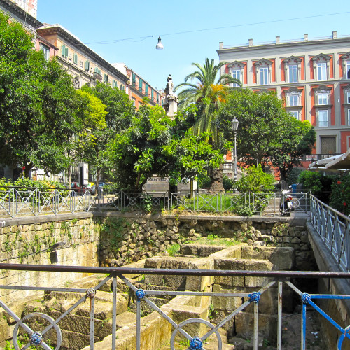 piazza bellini napoli